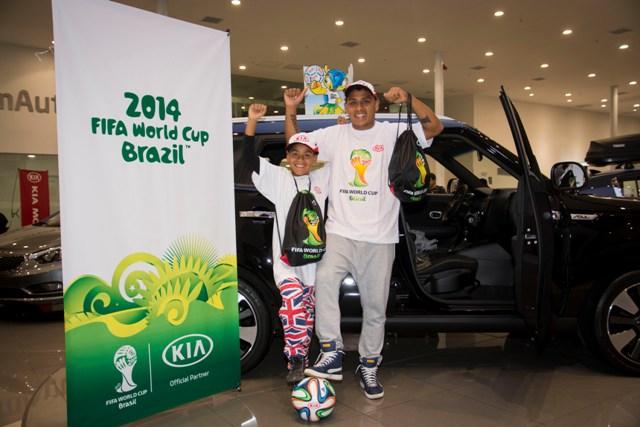 Fabián y su padre - Brasil 2014 / Foto: Prensa Kia